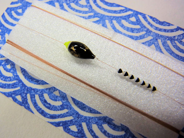 画像2: 手作りタナゴ釣り用 豆極小真ん中通し仕掛け 黒金 シモリツートンカラー