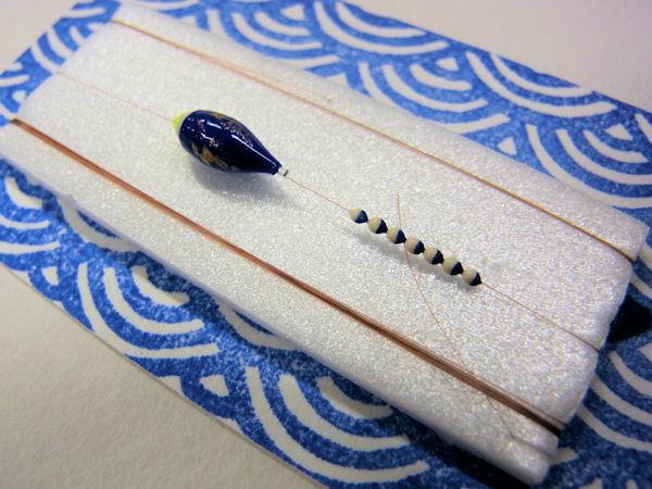 画像2: 手作りタナゴ釣り用 豆極小真ん中通し仕掛け 青金 シモリツートンカラー
