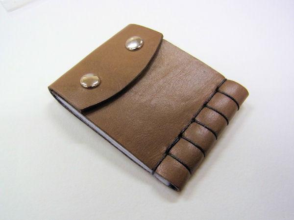 画像1: ベストフィッシングオリジナル 牛本革製 タナゴ用針ケース
