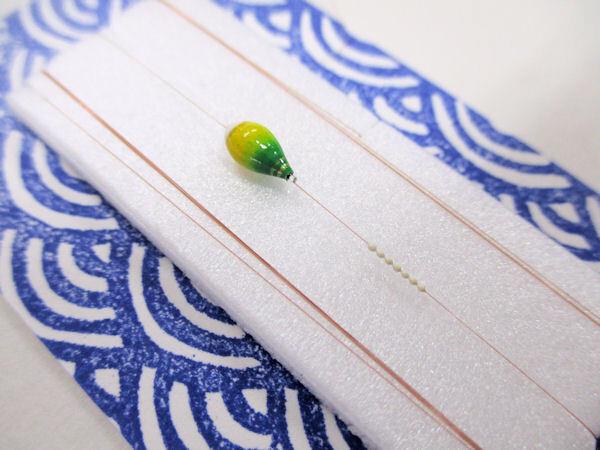 画像2: 手作り豆バラ 新子釣り用 超極小真ん中通し浮き、超極小シモリ仕掛け 山吹 ライングラデーション 黄緑